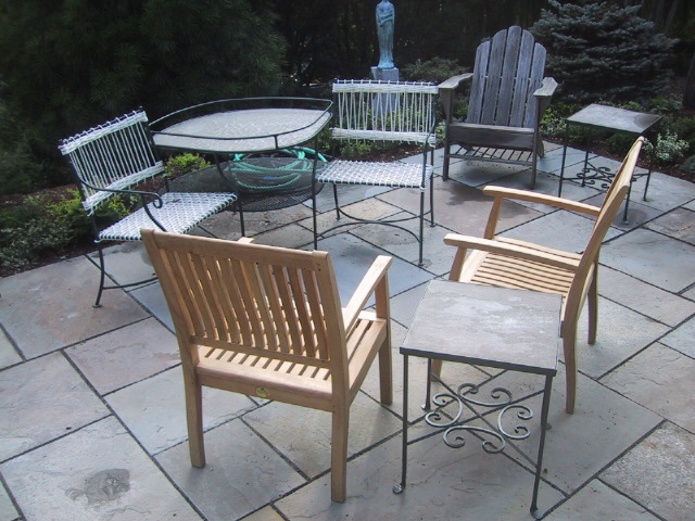 Tet et Tet and Patio tables with teak chairs